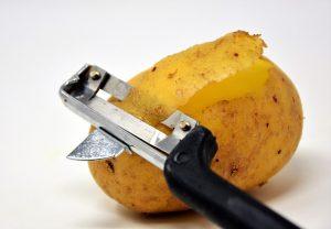 how to use a potato peeler